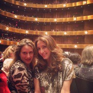 Alice + Olivia Tops - Alice + Olivia stunning silver sequin T